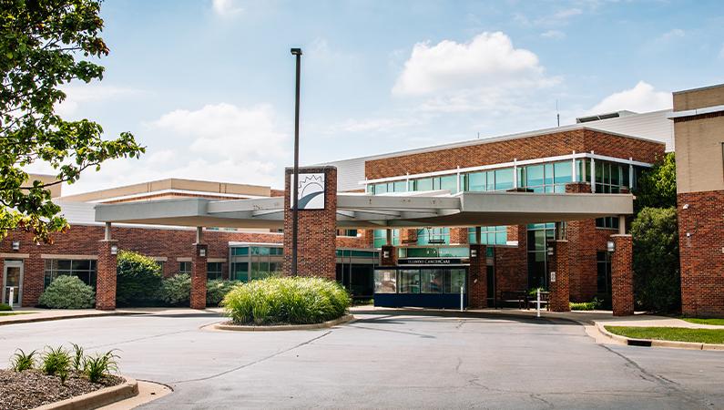 Exterior of brick hospital facility in Peoria, Illinois
