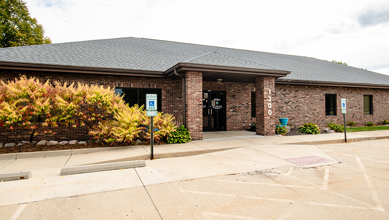 Exterior single story brick medical office building in Springfield, Illinois