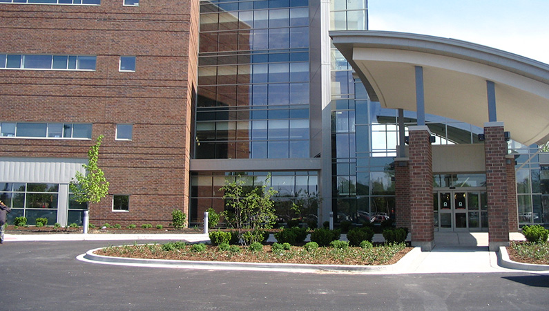 Exterior of multi-level medical facility in Springfield, Illinois