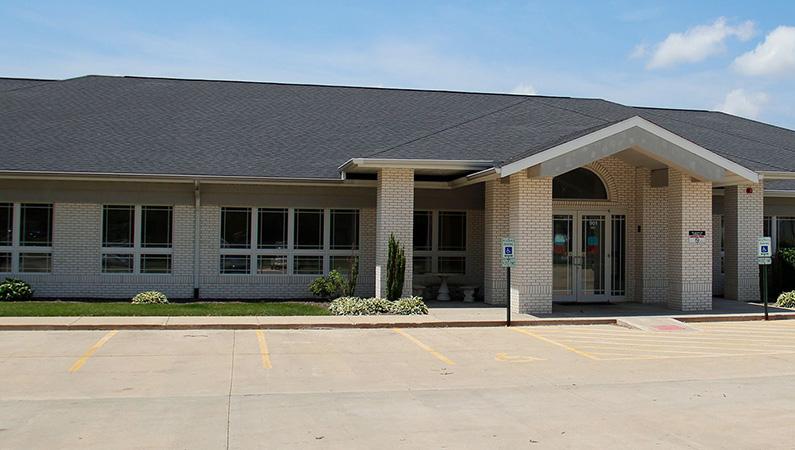 Light brick exterior medical office building in Springfield, Illinois
